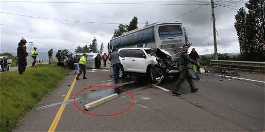 El poste de concreto que habría causado el accidente del Gobernador