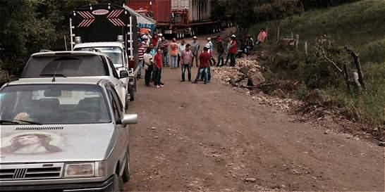 Bloquearon via entre Ramiriqui y Zetaquira - ElTiempo.com