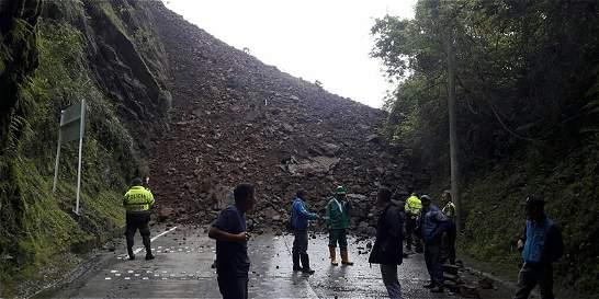 Derrumbe en vía a Santa María, Boyacá