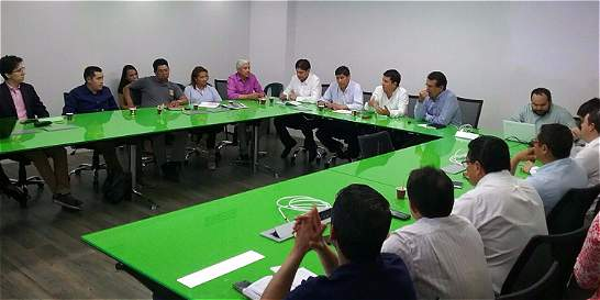 Alcaldes se reúnen para evaluar creación de área metropolitana