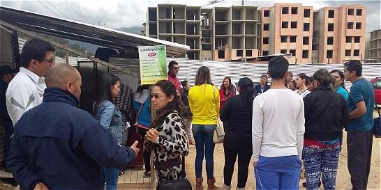 Residentes se quejan por entrega de viviendas 'a medias'