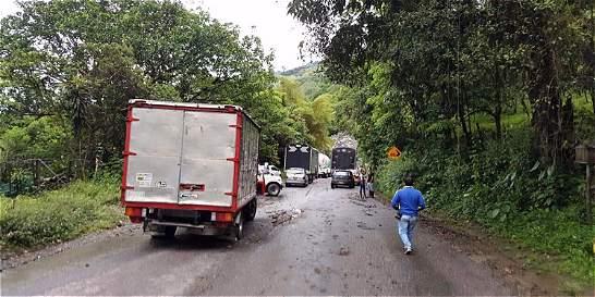 Paso a un carril en la vía de Sogamoso a Aguazul