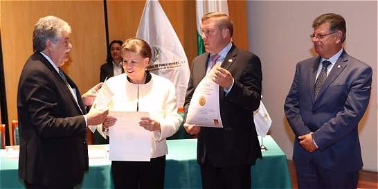 Uniboyacá recibió acreditación internacional