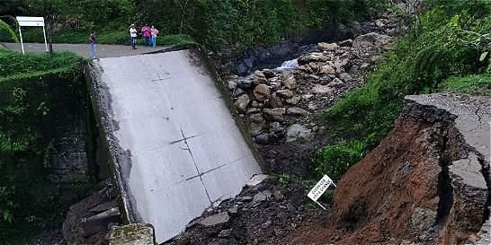 Puente en Alterna se partió en dos