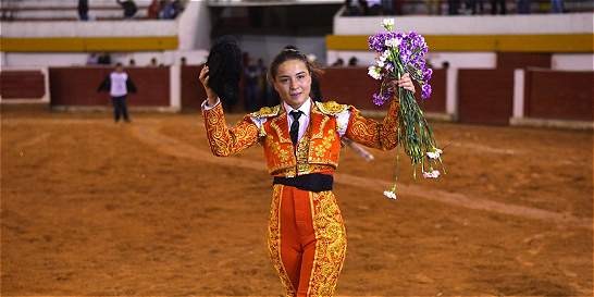 En Boyacá, una bogotana se 'graduó' de torera