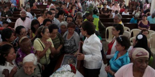 Caleños rindieron tributo a creadora de novena de La Milagrosa
