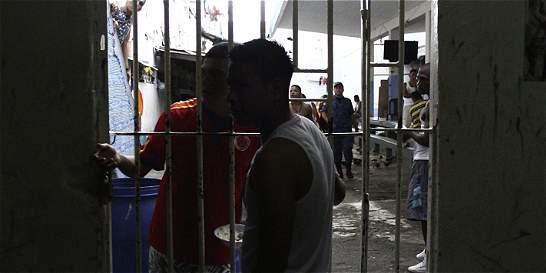 Crean plan para hacinamiento en cárceles