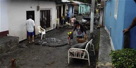 Desbordamiento de quebrada San Roque afectó a 60 familias en Sonso