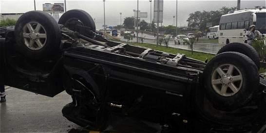 Volcamiento de camioneta paralizó tres rutas del MÍO