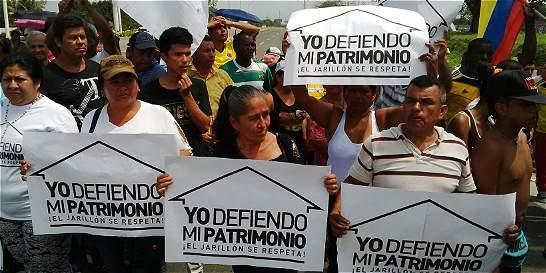 Manifestación entre la vía Cali - Palmira por el Plan Jarillón