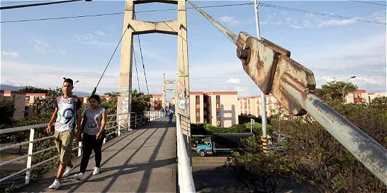 Llamado a monitorear los puentes peatonales