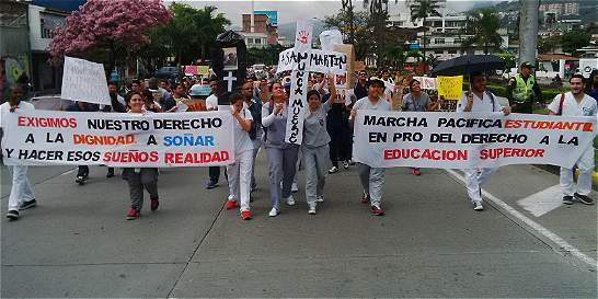 Marcha de alumnos de U. San Martín se congregó en el centro de Cali