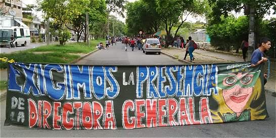 Dos protestas bloquean la vía Cali-Candelaria