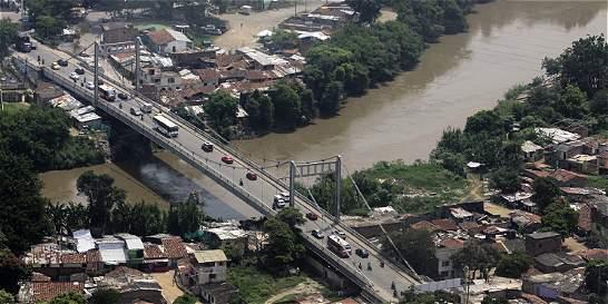 Caleños siguen esperando reparación de Puente de Juanchito