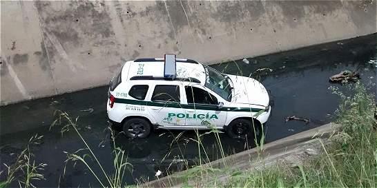 Patrulla de la Policía se fue a un caño en el suroriente de Cali