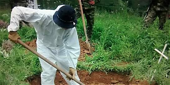 En fosas hallan restos de presuntos integrantes de bandas ilegales