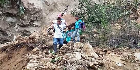 Derrumbe provocó cierres en la vía entre Toribío y Caloto