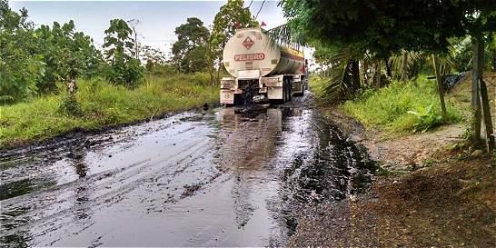 En Ipiales (Nariño) presuntos guerrilleros obligaron a derramar crudo