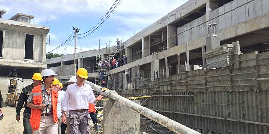 Ministro de Justicia realizó inspección a obras de cárceles en Valle