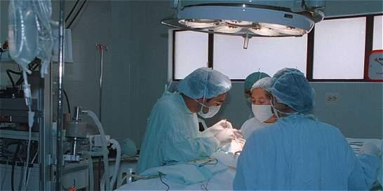 Cirujanos plásticos en Cali denuncian peligro con diplomas dudosos