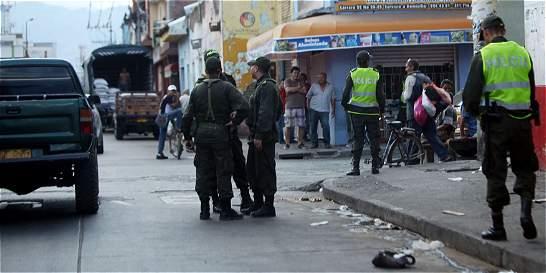 Siete policías agredidos por comunidad en Tuluá
