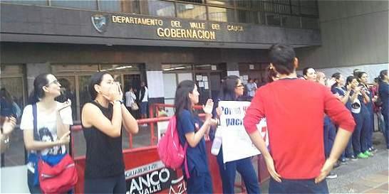 Termina bloqueo de estudiantes de Univalle en sede de la Gobernación