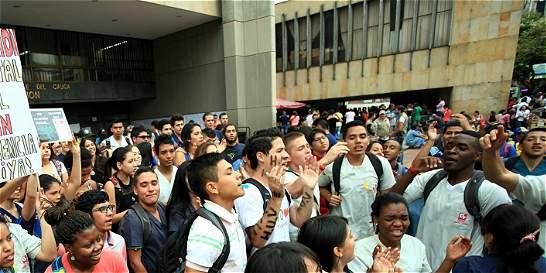 Estudiantes reclaman giros para el Universitario del Valle