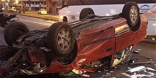 Carro volcado destruyó cámara de fotomulta en el suroriente de Cali
