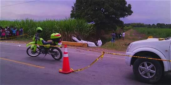Mueren dos hermanos al estrellarse con una vaca en vía a Yumbo