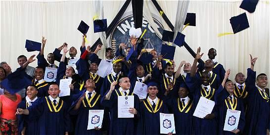 49 internos de la cárcel de Palmira se graduaron de bachilleres