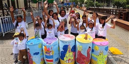 En canecas en el Bulevar de Cali niños plasmaron imágenes de caleñidad