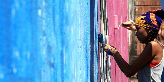 Pintan mural en Cali como rechazo a la violencia contra la mujer
