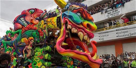 Carroza de 'Mil facetas', ganadora del Carnaval de Negros y Blancos