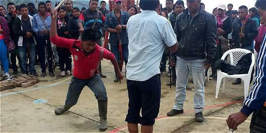 Latigazos, cepo y cárcel para presunto violador de una menor en Cauca