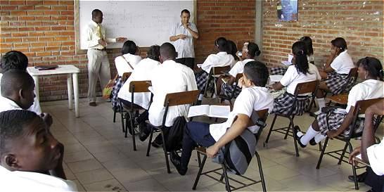 Reubicación de estudiantes en colegios de Cali causa más de una duda