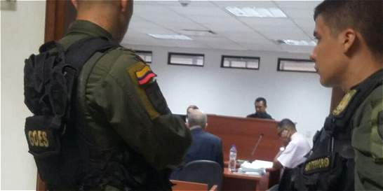 Tres policías capturados por presunta relación con hechos delictivos