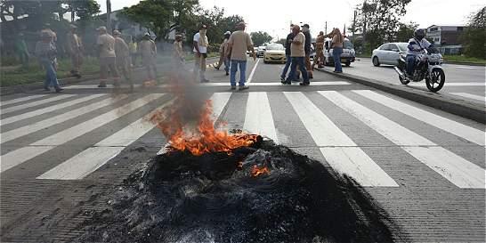 Trabajadores de Emcali protestan por falta de medios para operar
