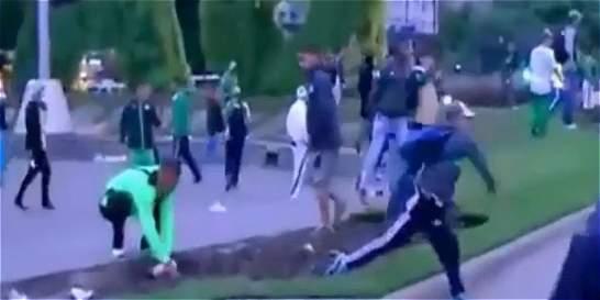 La bochornosa pelea de barristas del Deportivo Cali en Buenos Aires
