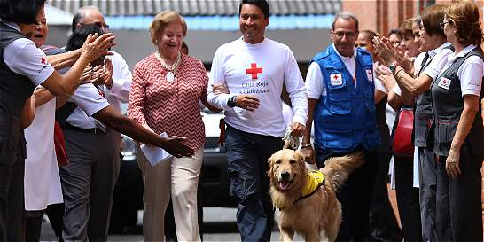 Lenox, recibido con honores tras labores de rescate en Ecuador