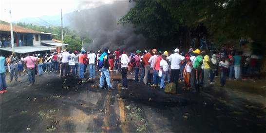 Comunidades afros se enfrentan a Policía en la Panamericana, en Cauca
