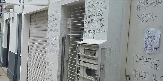 Polémica por letreros ofensivos en casa de reportero gráfico en Cali