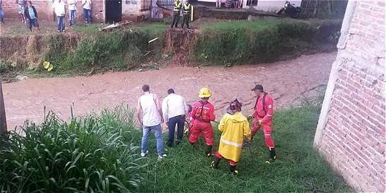 Creciente de río Roldanillo deja un muerto y cinco familias afectadas
