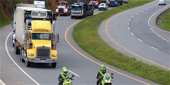 Más vehículos se mueven en caravanas escoltadas por vía a Buenaventura