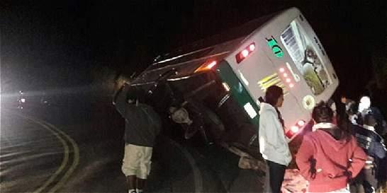 12 heridos leves dejó accidente de bus en la vía entre Popayán y Neiva