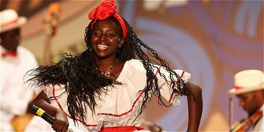 Celebración por los nuevos reyes en el Festival  'Petronio Álvarez'