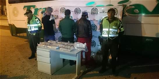Dos policías capturados al intentar hurtar $1.000 millones en el Cauca