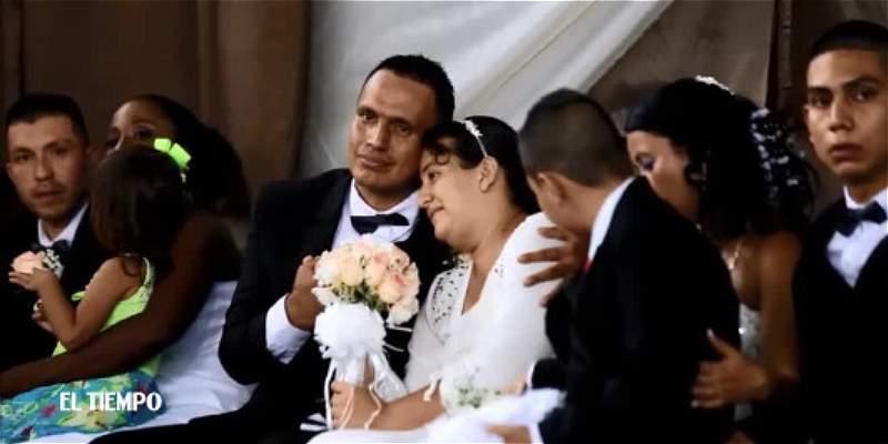 Tras las rejas, parejas dieron el sí