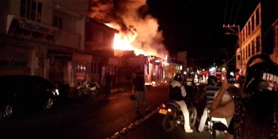 Incendio en Palmira afectó a miembros del Cuerpo de Bomberos
