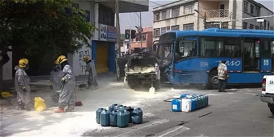 Accidente entre un bus del MÍO y camioneta dejó 12 afectados