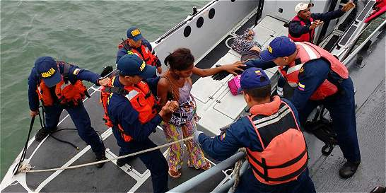 Armada rescata a 37 náufragos en aguas del Pacífico